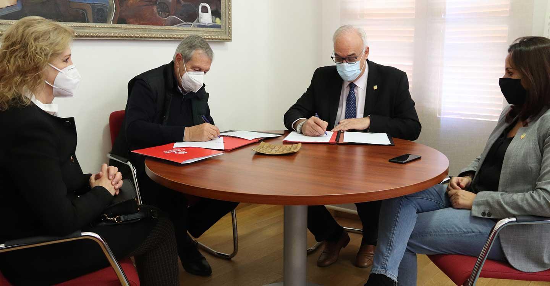 El Ayuntamiento de Manzanares renueva su convenio de colaboración con Cáritas Interparroquial de Manzanares