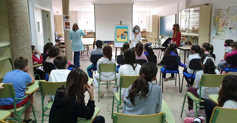 La Biblioteca Municipal Cervantes e Inés Vilpi acercan a los escolares el mundo de la ilustración en los cuentos