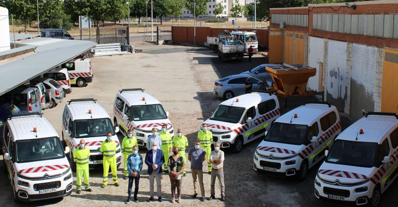 Las brigadas de carreteras de Ciudad Real tienen seis nuevas furgonetas en las que el Gobierno de Castilla-La Mancha ha invertido 110.000 euros