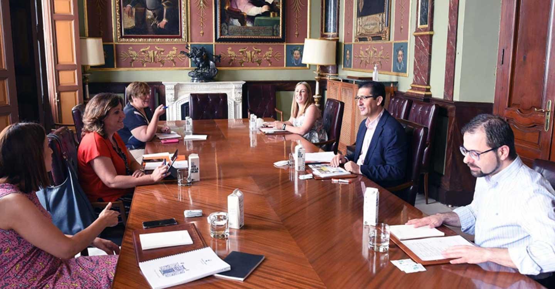 Caballero y Franco consensúan estrategias en materia de turismo, promoción empresarial y empleo para no duplicar iniciativas y sumar más recursos