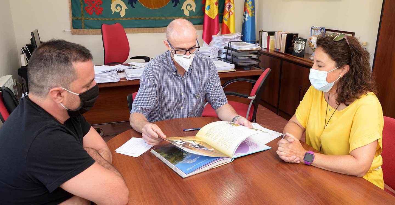 La Casa de Medrano aumenta su colección de quijotes con la donación de una edición escrita en guaraní