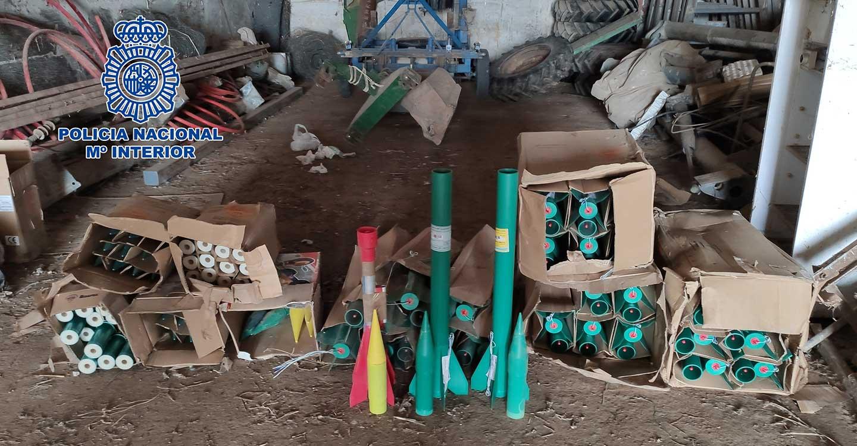 La Policía Nacional desactiva 50 cohetes antigranizo, hallados en una explotación agrícola