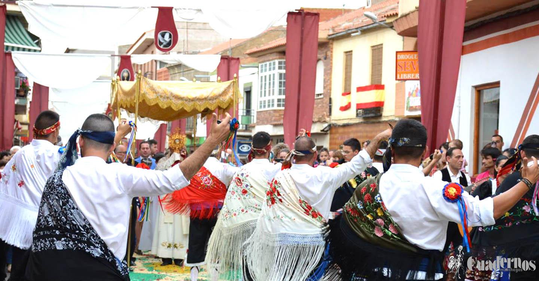 Porzuna celebró la festividad del Corpus Christi al paso de sus danzantes