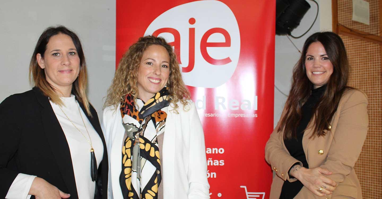 Cristina Tirado traslada a estudiantes las claves del emprendimiento femenino a través de su experiencia