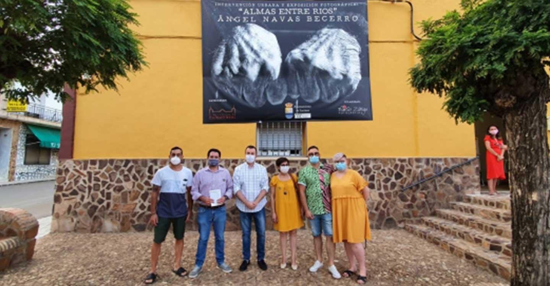 """La Diputación de Ciudad Real colabora con el Ayuntamiento de Luciana en la exposición fotográfica """"Almas entre ríos"""" sobre sus vecinos y rincones"""