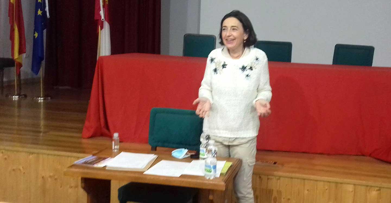 La doctora Alicia Pintado Díaz ofreció una charla sobre los principales tipos de cánceres que afectan a la mujer