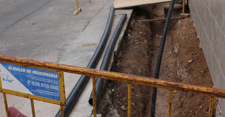 El Ayuntamiento lleva a cabo la renovación de redes de agua en la calle Hernán Cortés