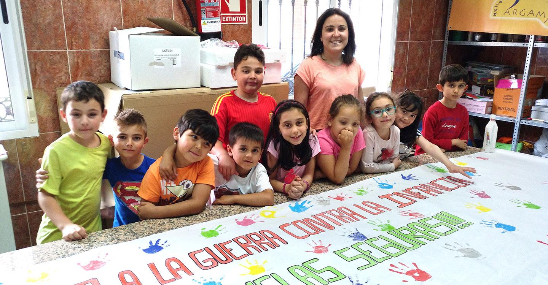 El Centro Infanto-Juvenil se suma a la campaña de Save the Children 'No a la guerra contra la infancia'