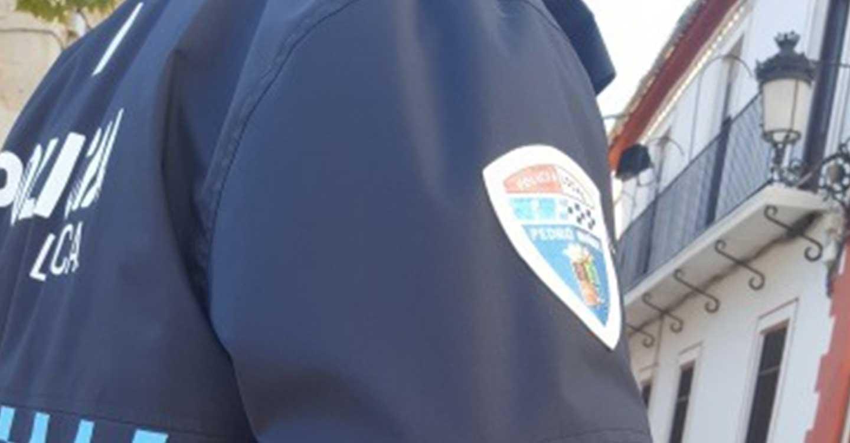 Policía Local de Pedro Muñoz, Guardia Civil y un grupo de voluntarios encuentran a una mujer que había sufrido una caída en el campo