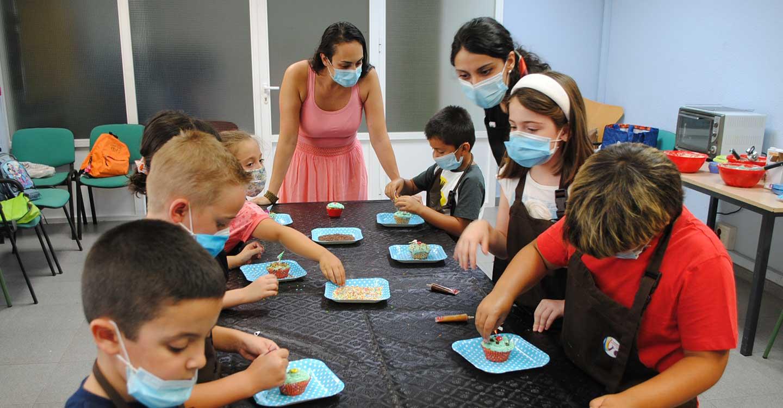 La Escuela de Verano de Valdepeñas se monta su propio 'MasterChef' elaborando cup-cakes