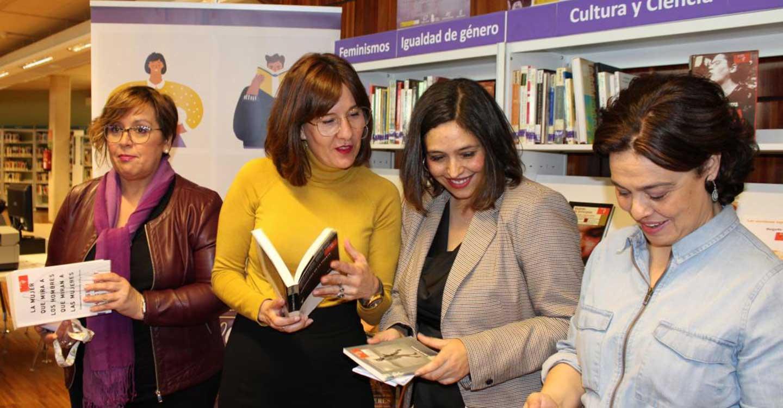 'La estantería violeta' llegará a 300 bibliotecas de la región que recibirán más de 10.200 ejemplares