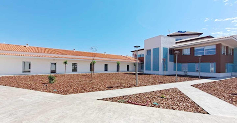 El presidente de Castilla-La Mancha inaugura una nueva residencia de mayores en la localidad ciudadrealeña de Pedro Muñoz