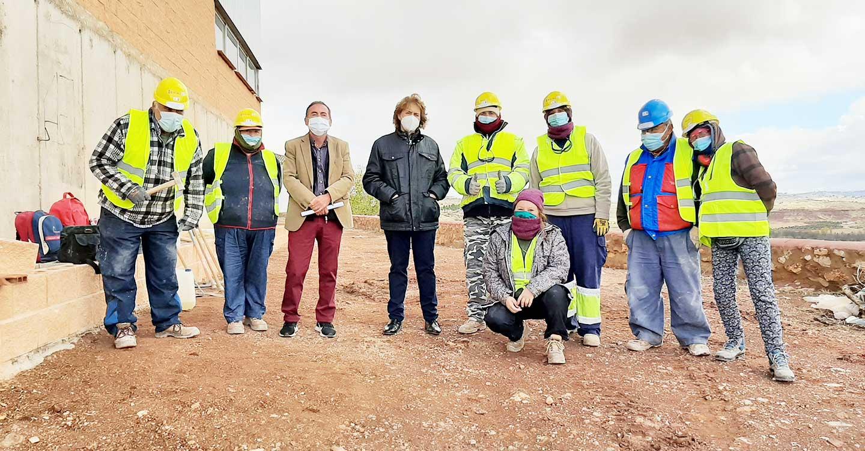 El Gobierno de Castilla-La Mancha apuesta por fijar población en Almedina y mejorar la capacitación laboral de 8 alumnos de la localidad