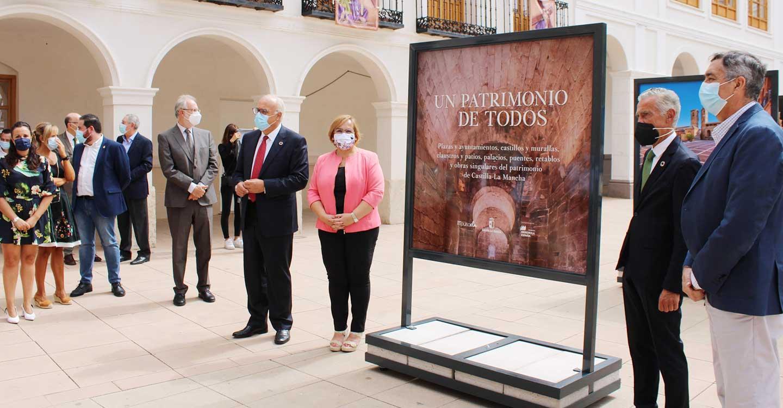 """El Gobierno de Castilla-La Mancha trae a la plaza de la Constitución de Manzanares la exposición fotográfica """"Un patrimonio de todos"""""""