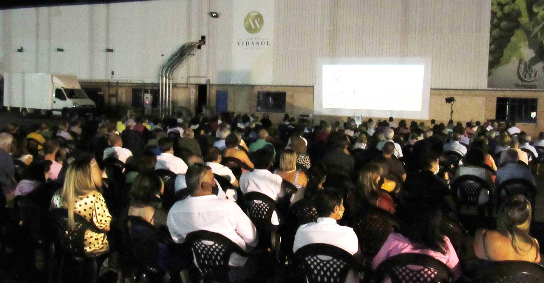 Gran éxito de la Noche de Cine, Agua y Vino, el acto cultural, reivindicativo y solidario de El Progreso