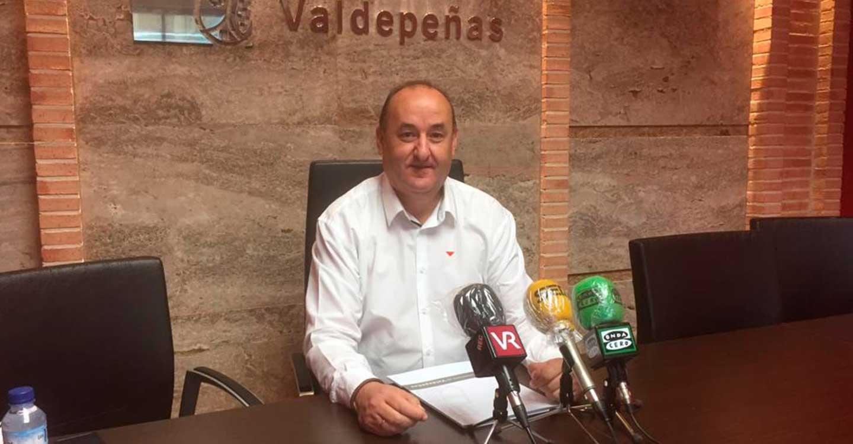 Gregorio Sánchez, quien durante los últimos diez años ha sido portavoz y concejal de IU en el Ayuntamiento de Valdepeñas anuncia su despedida por motivos de carácter personal y laboral.