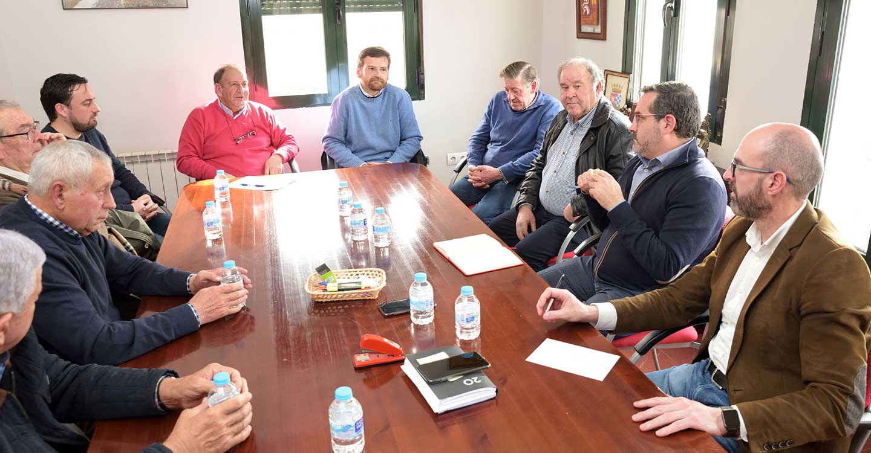 José Juan Fernández se reúne en Argamasilla de Alba con la comunidad de regantes para conocer sus proyectos de mejora en el servicio y en la reducción del gasto