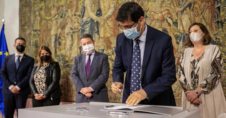 El presidente de la Diputación de Ciudad Real firma el convenio del nuevo Plan de Empleo que beneficiará a más de 4.000 personas