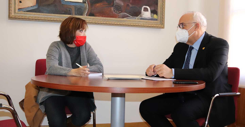 Julián Nieva recibe a la nueva secretaria provincial de UGT