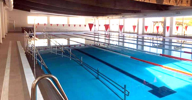 La alcaldesa de Villarrubia de los Ojos recepciona la obra de la piscina climatizada, uno de los grandes proyectos de la legislatura