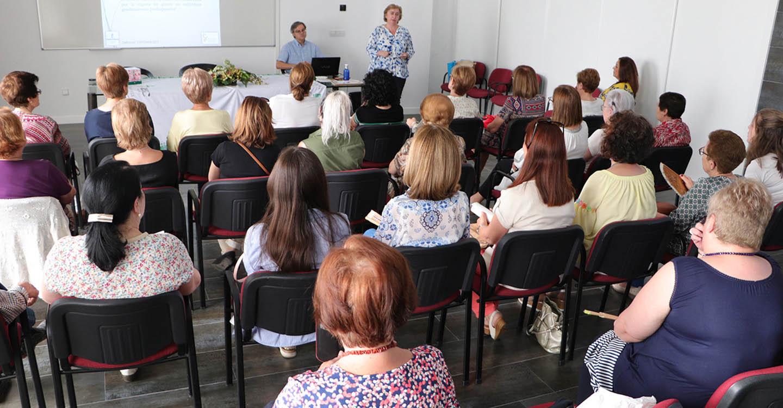 La farmacéutica Ana Muñoz desentrañó causas y síntomas de la celiaquía en una nueva charla de la AECC de Almodóvar del Campo