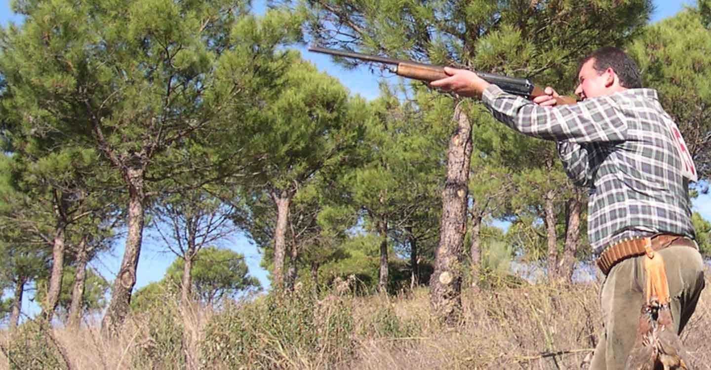 La Federación de Caza de CLM edita un díptico informativo sobre zonas de seguridad, para una caza segura.