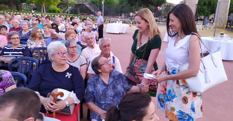 Los mayores del Centro del Lucero celebraron las tradicionales Fiestas de San Juan