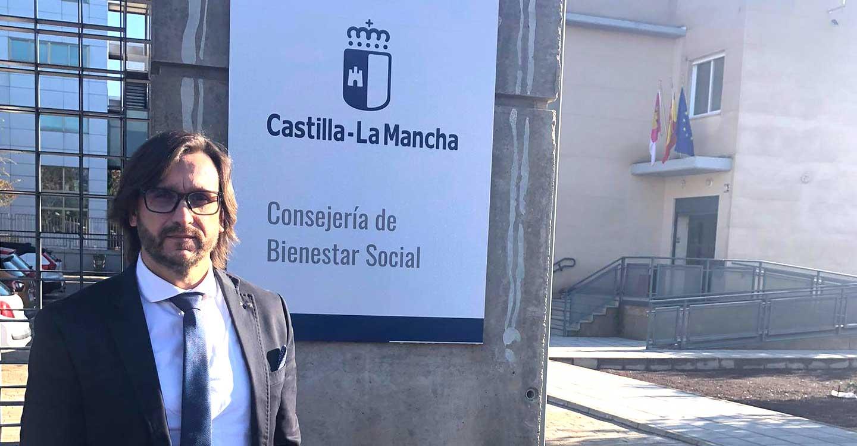 Luis Mendoza mantiene una reunión con la delegada de Bienestar Social para ampliar el número de plazas de la Residencia de Villanueva