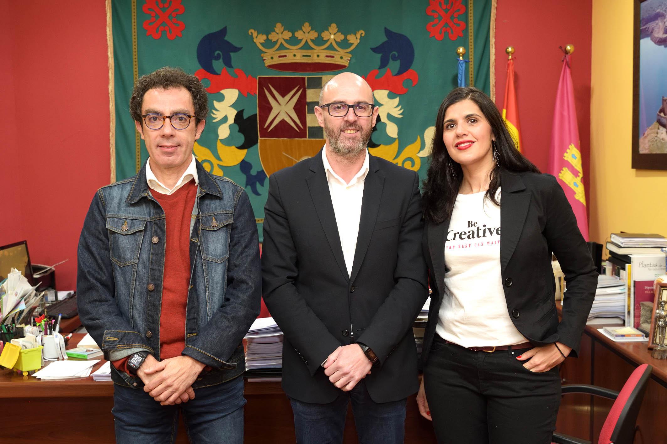 Mancha Verde y Aldaba rubrican el convenio de colaboración con el Ayuntamiento