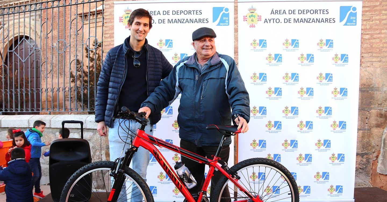 Más de 800 personas se suman a la fiesta solidaria de la bicicleta 2019