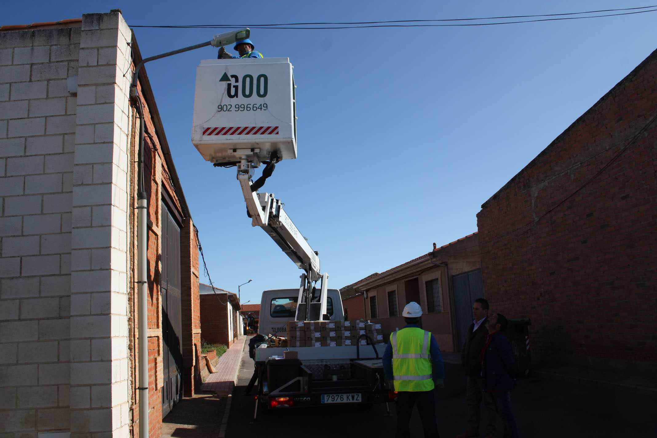 Avanzan a buen ritmo los trabajos de sustitución de luminarias en Porzuna y sus aldeas