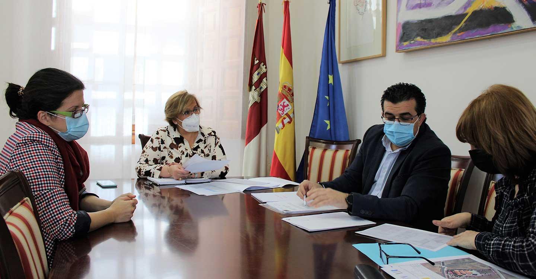 Olmedo traslada al alcalde de Villahermosa la disposición del Gobierno de Castilla-La Mancha a colaborar en la restauración del Monumento de Semana Santa