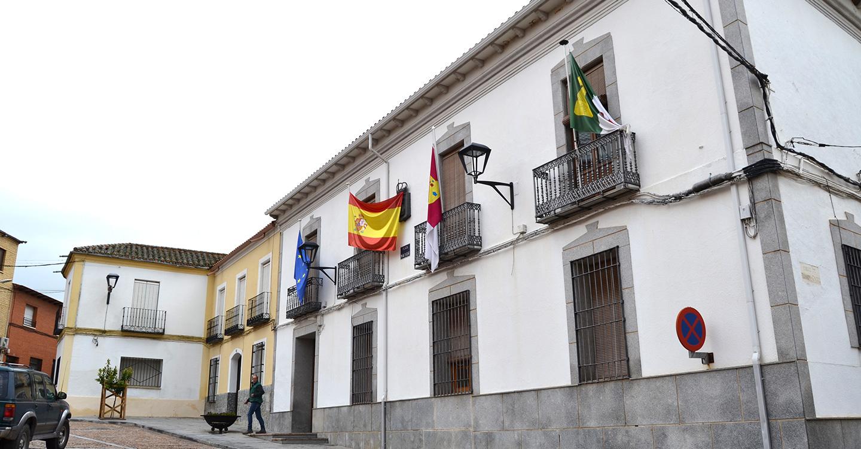Piedrabuena reitera su interés por hacer compatible la protección del volcán de la Arzollosa con la instalación de paneles fotovoltaicos