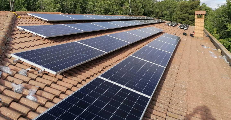 El Ayuntamiento de Torralba de Calatrava instala placas fotovoltaicas en el Colegio Público y en el Centro de Salud