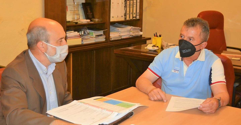 El Plan de Empleo del Gobierno de Castilla-La Mancha centra la reunión de José Luis Cabezas con el alcalde de Valenzuela de Calatrava