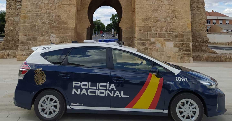 La Policía Nacional detiene a dos mujeres por tentativa de robo con violencia a una persona que acababa de sacar dinero de un cajero automático