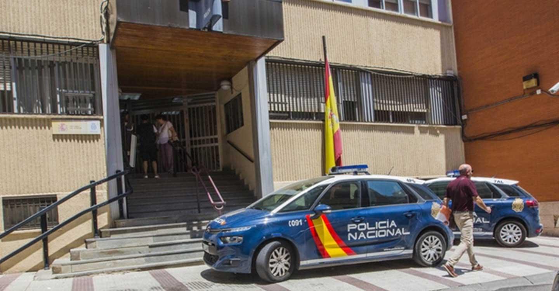 La Policía Nacional detiene a dos personas que obligaron a un varón a vender estupefacientes amenazándole con armas de fuego