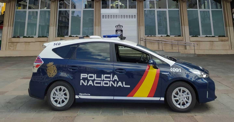 La Policía Nacional detiene a una mujer que intentó robar a un octogenario en el portal de su domicilio