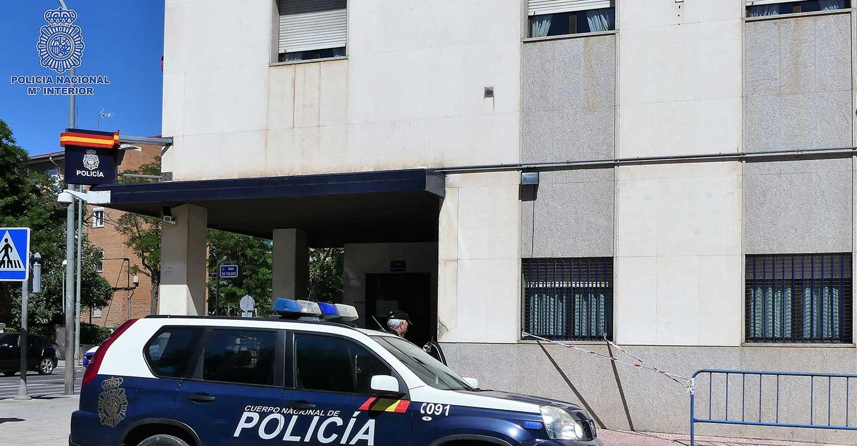 La Policía Nacional detiene a una persona que degradó a la víctima por su condición sexual, aspecto físico y signo político