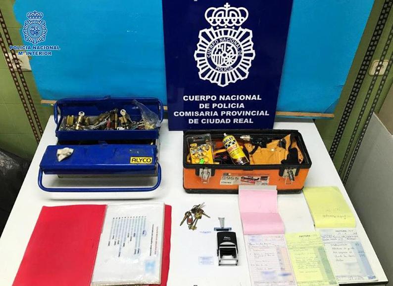 La Policía Nacional detiene en Puertollano a un supuesto cerrajero por estafa y fraude en la prestación de servicios