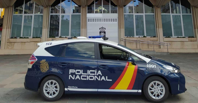 La Policía Nacional detiene a tres jóvenes por intimidar a la víctima con una navaja para robarle