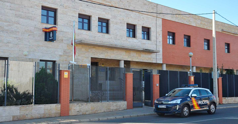 La Policía Nacional detiene a tres personas que robaban bicicletas en garajes de Valdepeñas