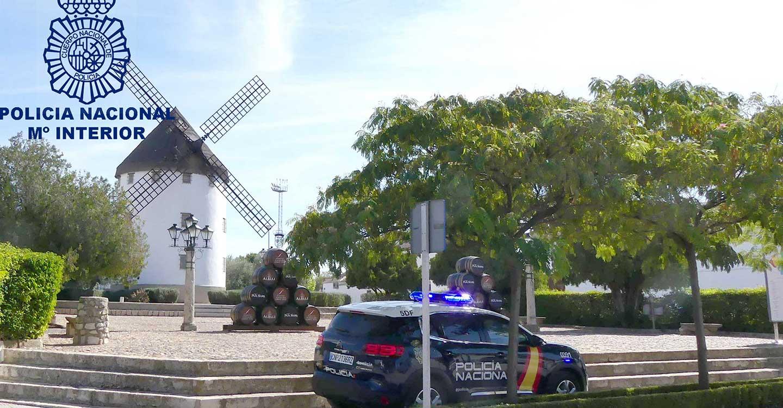 La Policía Nacional detecta en un control a un varón que conducía ebrio y transportaba en su vehículo 53 gramos de cocaína