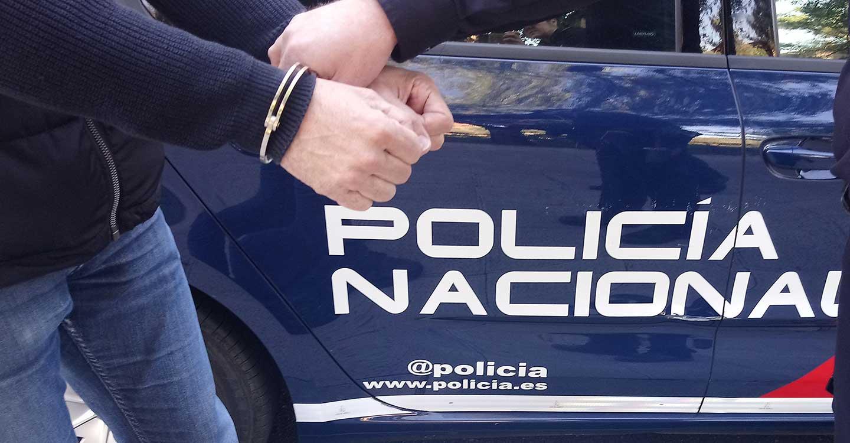 La Policía Nacional detiene a un hombre que simuló ser policía para cometer un robo con violencia o intimidación