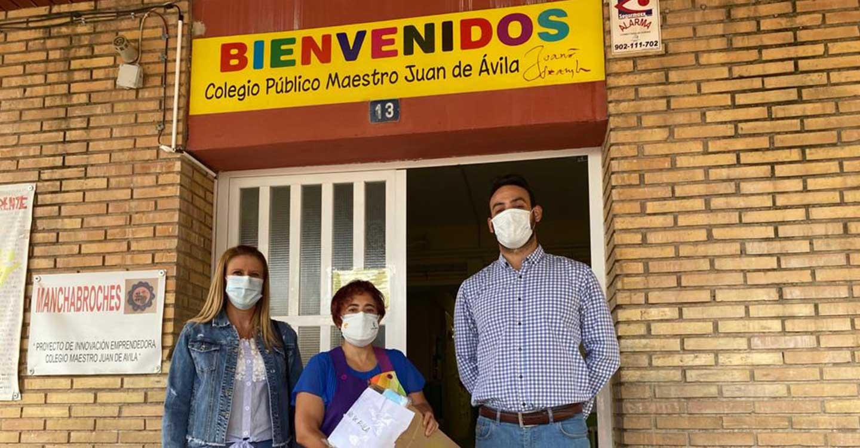El PP de Pedro Muñoz dona 5.300 mascarillas a los centros escolares de la localidad