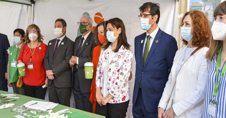 Los representantes políticos participan en la cuestación de la Asociación Española contra el Cáncer