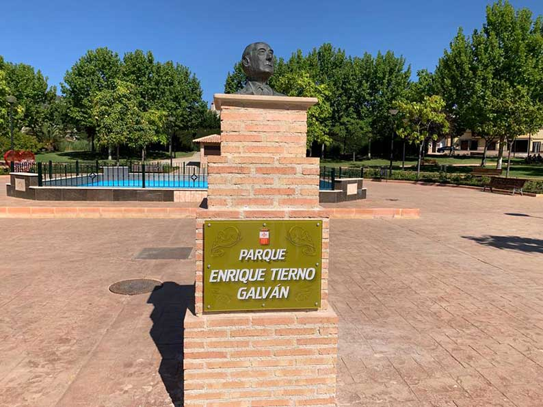 El PSOE de Villarrubia de los Ojos celebra que uno de sus parques vuelva a llamarse Parque Enrique Tierno Galván