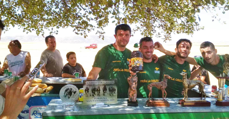 Un centenar de personas participaron en el Torneo Nacional de Petanca y carrera local de galgos