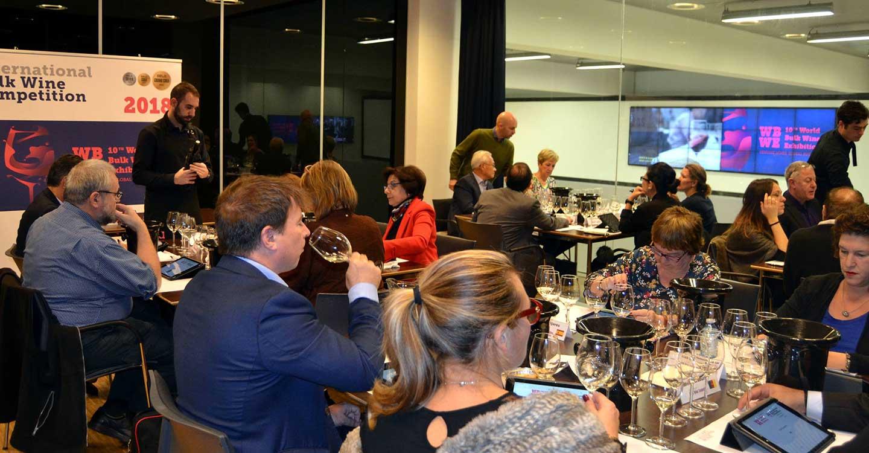 Un panel de 29 catadores de 23 países elegirá los mejores vinos a granel del mundo en la WBWE