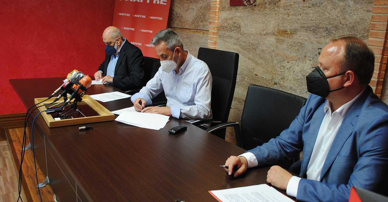 El Ayuntamiento de Valdepeñas, AFAD y Mapfre suscriben un convenio por la empleabilidad de las personas con discapacidad